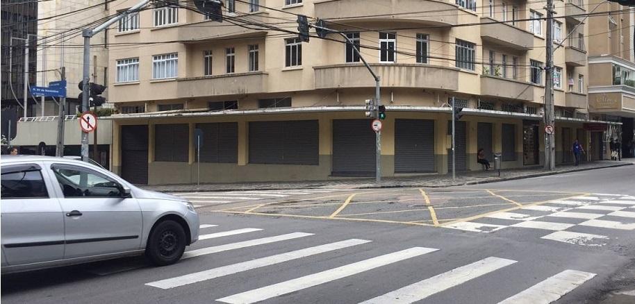 LOJA 576M² – Esquina Pç Santos Andrade – Centro